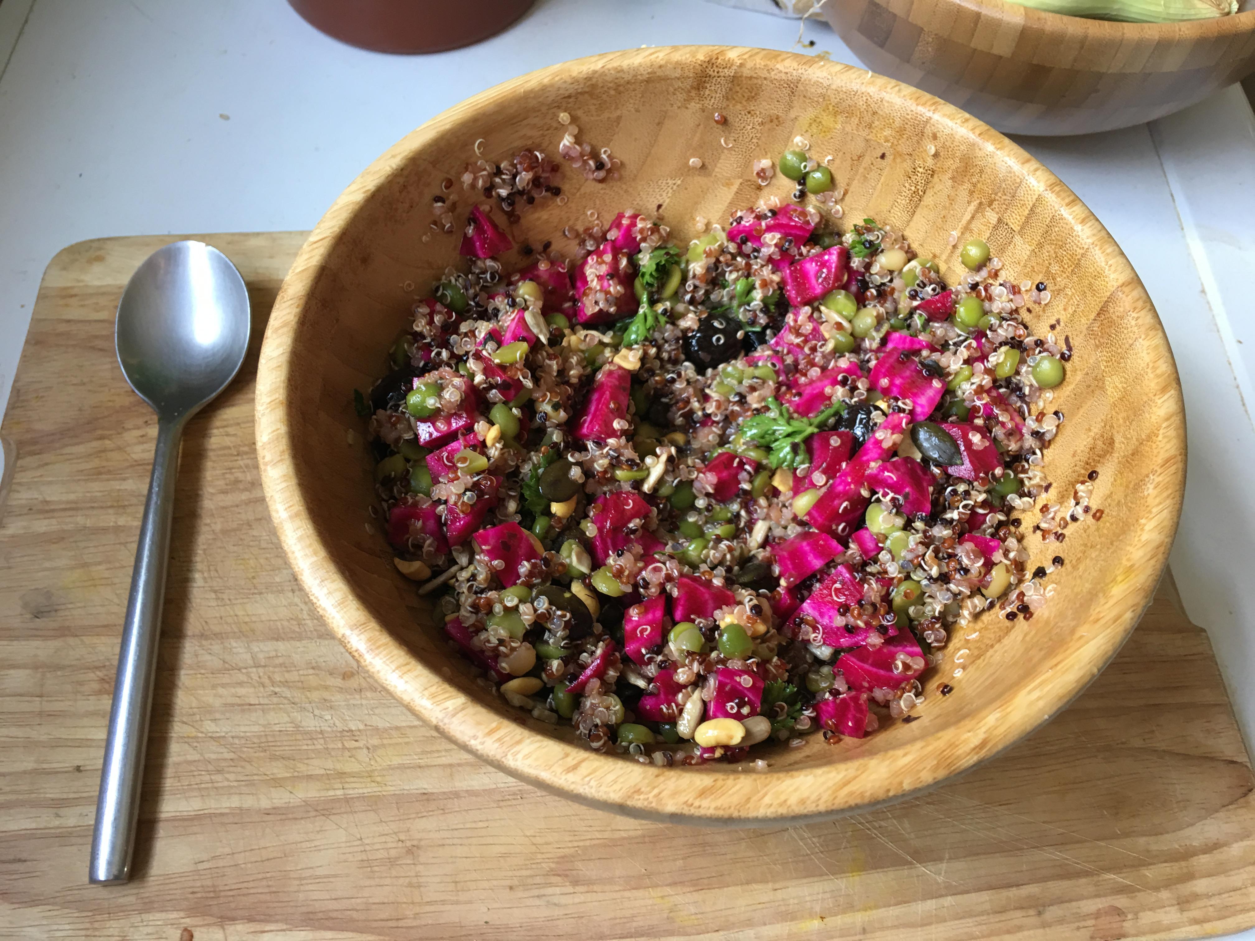 [fast & (tofu)rious] Salade fraiche aux trois quinoa, pois-cassés et betterave crue